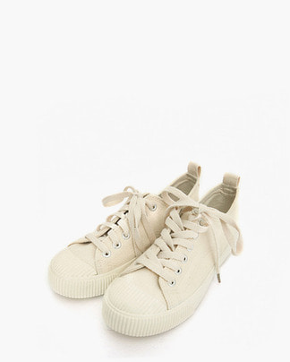 more casual sneakers (225-250)