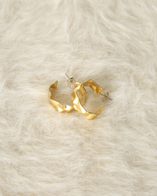 crumple gold earring