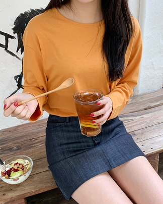 a round long sleeve T